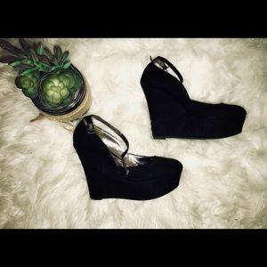 Madden Girl Black Wedges!💁🏼🖤👠✨